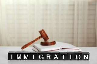 concept d'un avocat en immigraiton